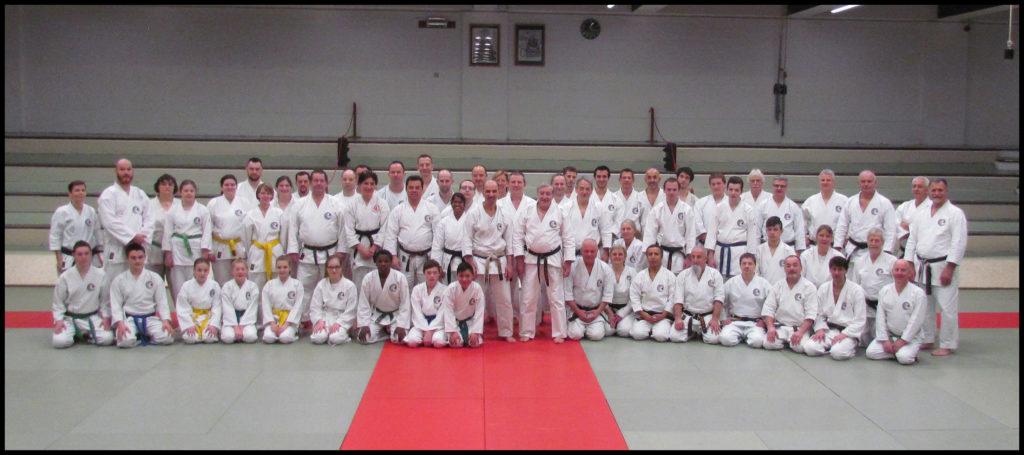Stagiaires à Halle où fut organisé cette rencontre pour la pratique du Tengu-ryu karatédo.
