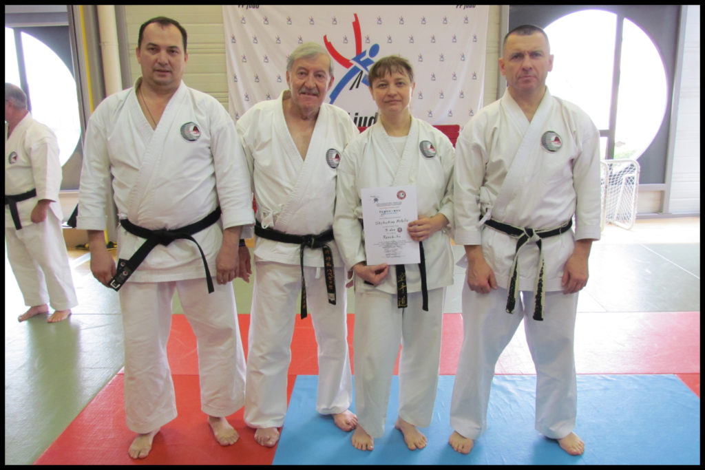 Groupe russe avec Soké Roland HABERSETZER. Sur la gauche, Sacha qui fut pour le kumité partenaire de Natalia, et sur la droite, Dimitri venant de Moscou.