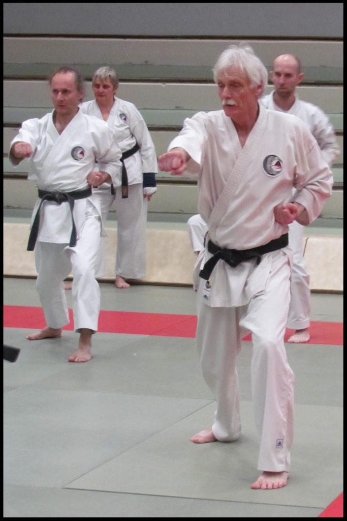 Gyaku zuki effectué par Patrick.