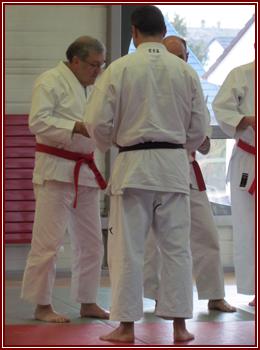 Michel recevant son diplôme par O-Sensei Roland HABERSETZER