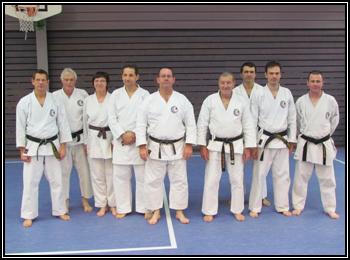 Quelques membres du Dento Budo Dojo en compagnie de Sensei Roland Habersetzer pour ce cinquantième anniversaire.