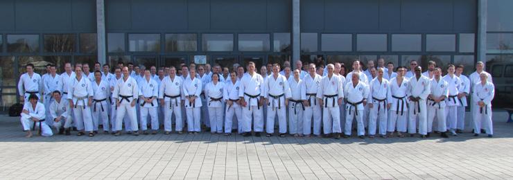 Le groupe au stage Koshiki Kata du dimanche. À première vue, les anciens kata attirent de plus en plus...