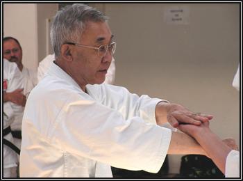 sensei Tadahiko OHTSUKA sur une interprétation d'une technique du Bubishi.